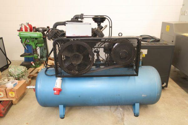 Compressore a pistoni bicilindrico CECCATO 10 CV usato
