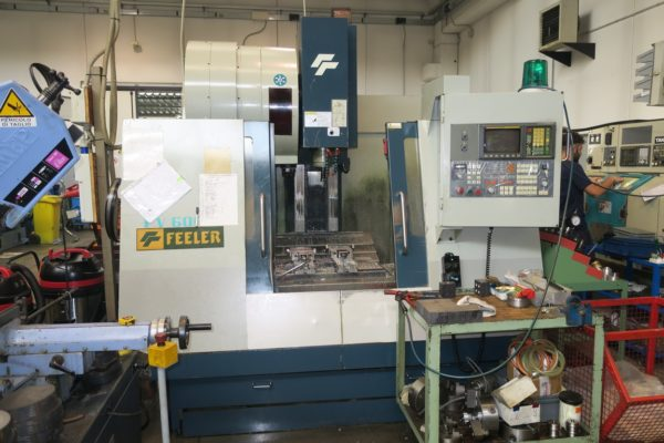 Centro di lavoro verticale FEELER FV600 Fanuc usato