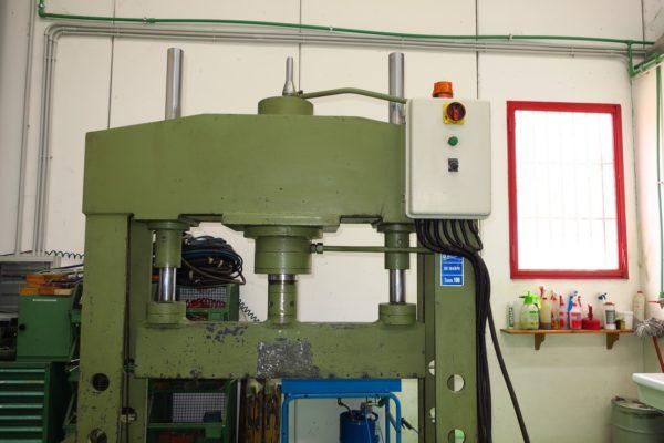 Pressa Elettroidraulica Per Piegatura Usata 100 Ton Omcn 164 Rpa