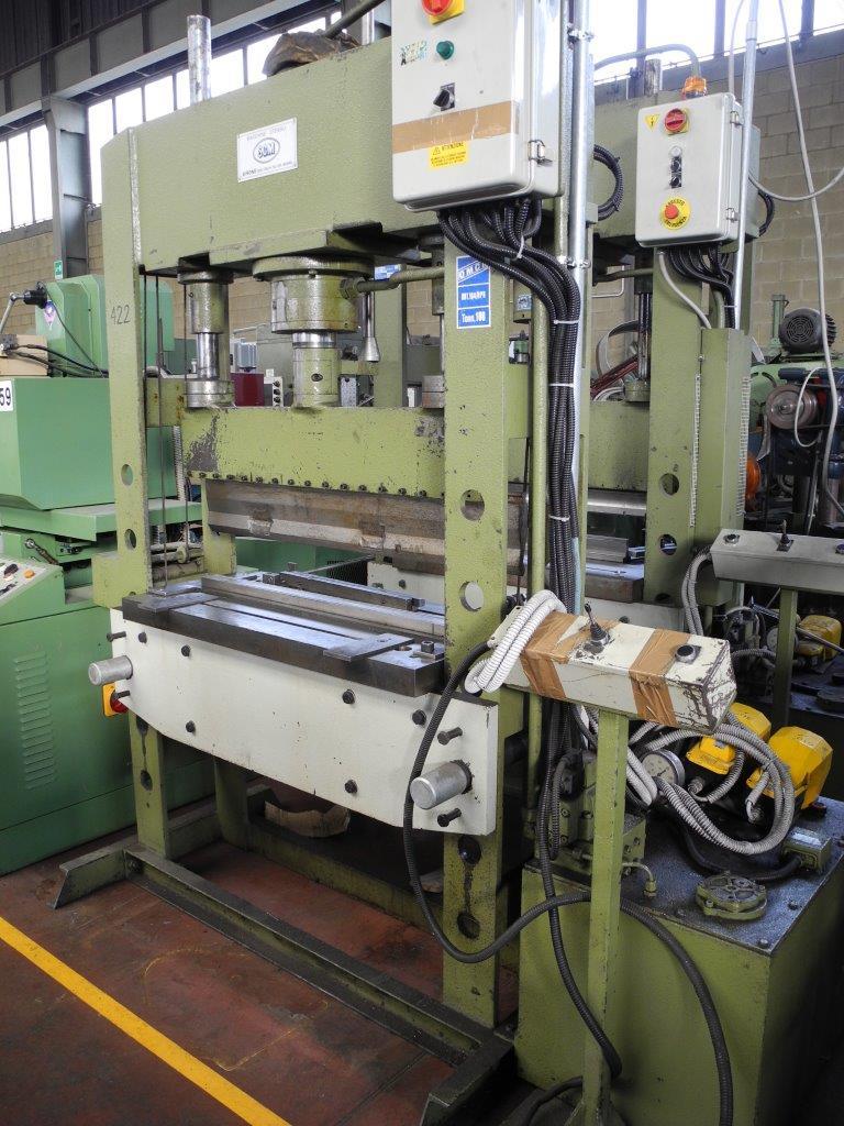 Pressa elettroidraulica per piegatura usata 100 ton omcn for Pressa idraulica per officina usata