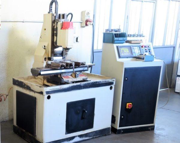 Centro di lavoro verticale CORTINI BF 400 cnc FANUC usato