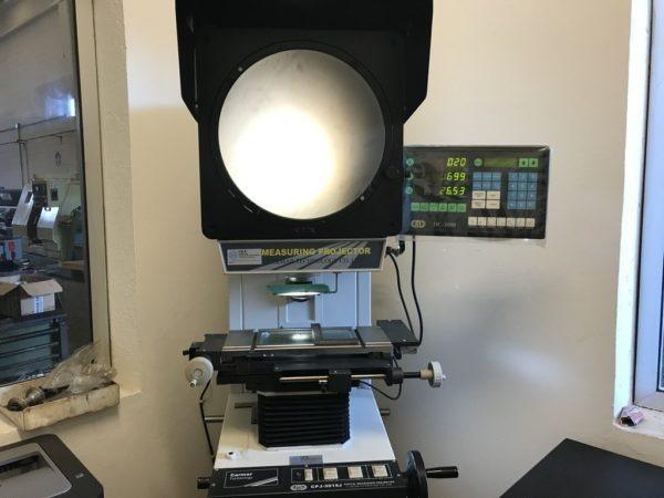 Proiettore ottico di profili CARMAR CPJ 3015J usato